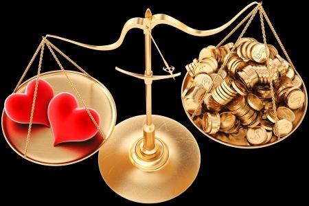 twee liefhebbende harten opwegen tegen de stapel van gouden munten op de schaal geïsoleerd op zwart Stockfoto