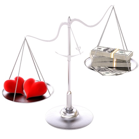 twee liefhebbende harten opwegen tegen het geld. Geà ¯ soleerd op wit.
