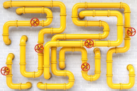 gele gasleidingen op een bakstenen muur.