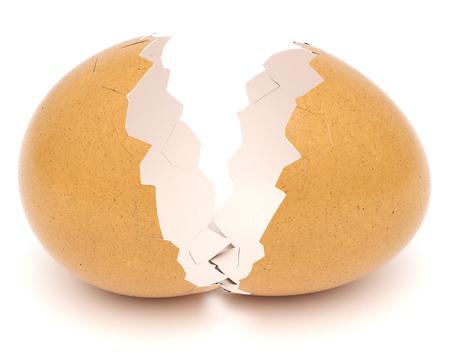 Coquille d'oeuf cassée isolé sur fond blanc. rendu 3D.