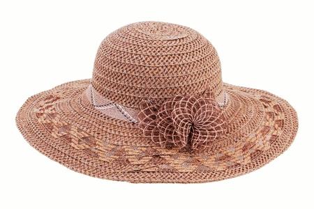 sombrero: Sombrero de mimbre marr�n sobre un fondo blanco