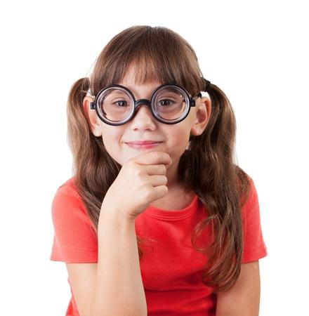 hyperopia: Ragazza in camicia e gli occhiali rotonda su sfondo bianco