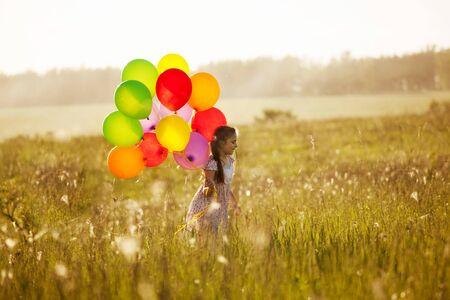 blithe: Ni�a con un manojo de globos