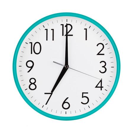 Exactement sept heures sur le cadran rond