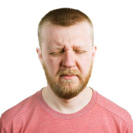1adcb8391246 Bärtiger Mann in einem T-Shirt mit geschlossenen Augen Standard-Bild -  54027706