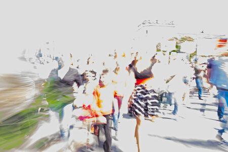 Menigte van verschillende mensen lopen op straat