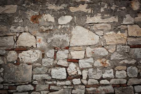 firmeza: Old fortress wall of different sizes bricks Foto de archivo
