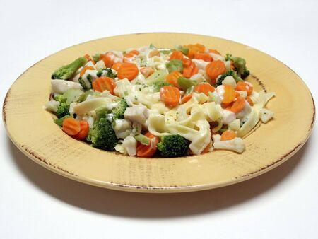 パスタのプレート蒸し野菜と鶏アルフレド