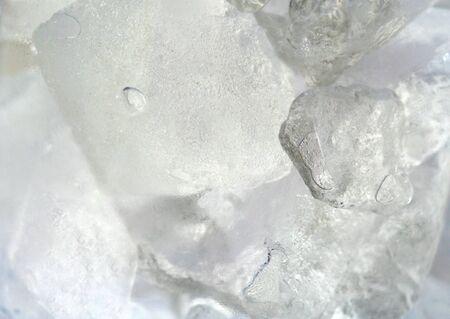グラスに氷のクローズ アップ