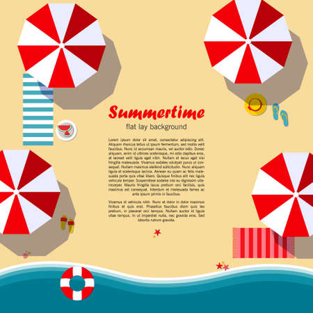 sfondo laico Summertime piatta. Spiaggia, mare, ombrelloni e altri dettagli. Può essere utilizzato nella pubblicità, web design, graphic design per il layout. Illustrazione vettoriale.