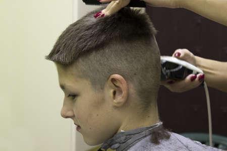electric razor: Barber cutting hair with electric razor