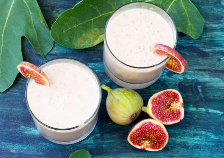 Refreshing drink made from figs and yoghurt