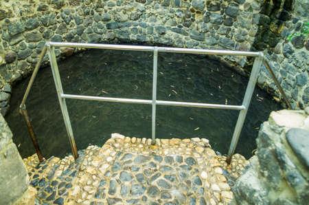 pila bautismal: MAGDALA, ISRAEL âMAY 3: La pila bautismal en el monasterio María Magdalena 3 de mayo de, 2016 Magdala, Israel