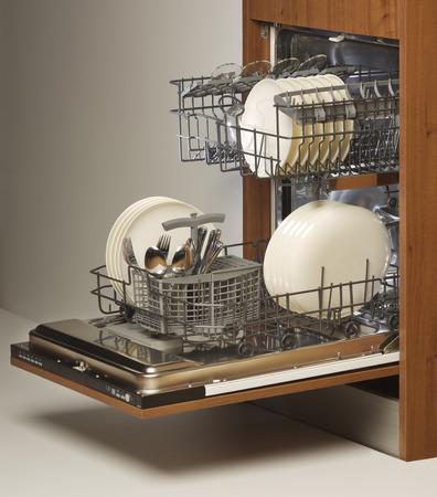 lavaplatos: lavavajillas abierto