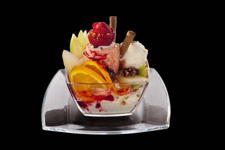 sundae with strawberry ice cream, strawberry and orange 版權商用圖片