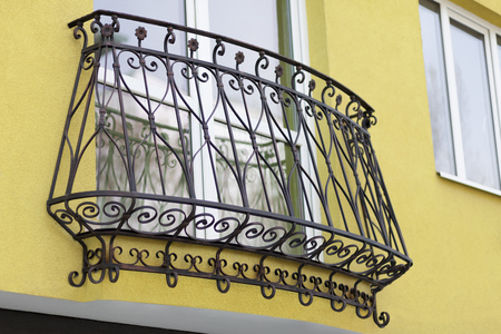 建物の詳細および装飾的な金属の手すりウィンドウ