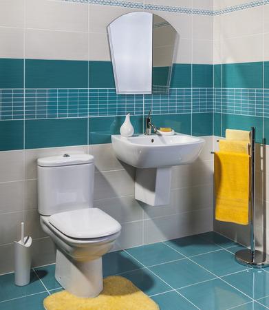 bathroom: baño moderno y acogedor