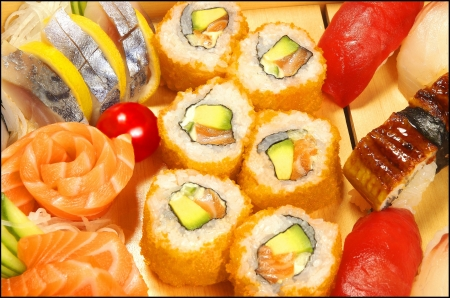 tobikko: The californian maki in a boat with sushi and sashimi  Stock Photo