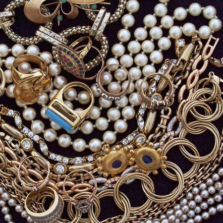 bijoux diamant: vari�t� de bijoux, fond pr�cieux Banque d'images