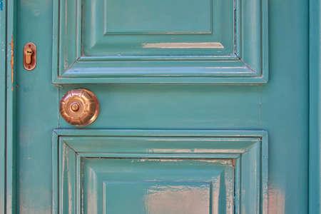puerta verde: luz elegante puerta verde de cerca