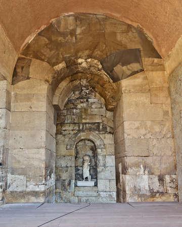 hadrian: Adriano estatua del emperador romano, Atenas Grecia