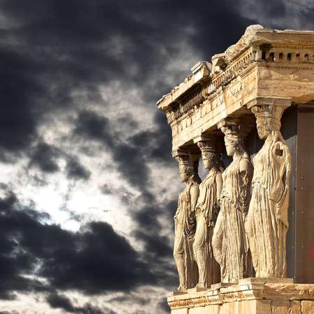 Caryatids アテネ、ギリシャのアクロポリスのエレクテ イオン神殿