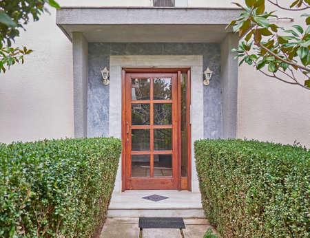 現代的な家の入口、アテネ ギリシャ