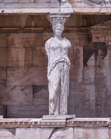 templo griego: Estatua Cariátide, erehtheion antiguo templo griego, Atenas Foto de archivo