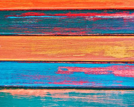 geschilderde houten strepenclose-up, kleurrijke achtergrond