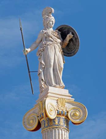 Athen Griechenland, Athena-Statue unter blauem Himmelshintergrund Standard-Bild