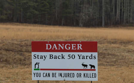 Sigh, Danger, Stay Back 50 Yards, You can be Injured or Killed, Cataloochee Valley, Great Smoky Mountains National Park, North Carolina, USA Imagens
