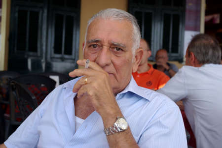 smolder: Senior man smoking