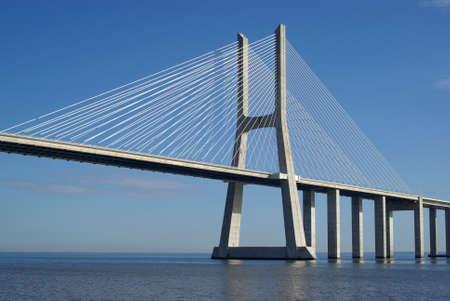 Vasco da Gama, el puente en Lisboa Foto de archivo