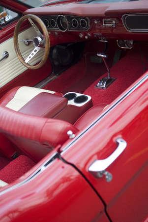coche antiguo: Interior de un viejo cabriolet