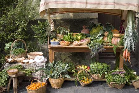 campesino: Puesto en el mercado medieval de venta de frutas