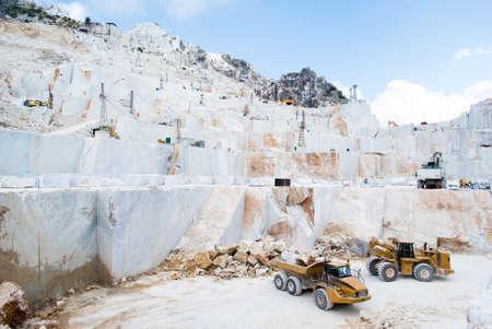 Sitio de cantera de mármol en Carrara, Italia