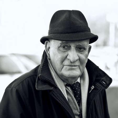 visage homme: Senior homme de 80 ans, Portrait