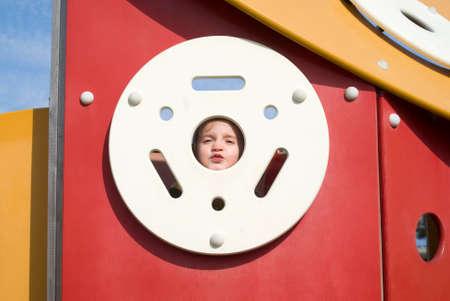 어린 소녀: Happy little girl on the playground