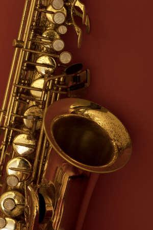 soprano saxophone: Saxofón de oro sobre un fondo
