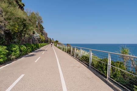 The cycling path into the Riviera dei Fiori coastal park (also called Coastal Park of Western Liguria) is one of the longest in Europe, with a path accessible by pedestrians and cyclists in both directions Imagens