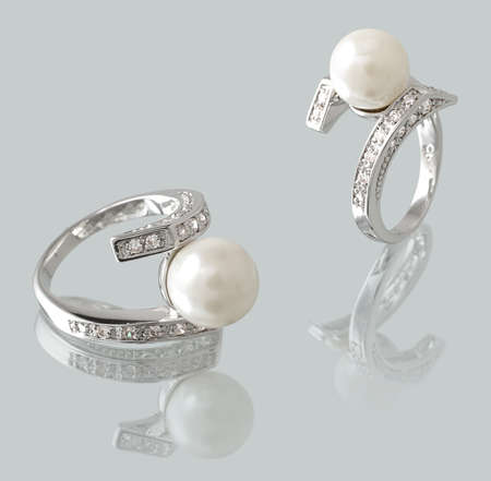 Silver ring with pearl and diamonds  photo