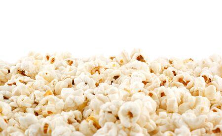 palomitas: granos de palomitas de ma�z en el fondo blanco