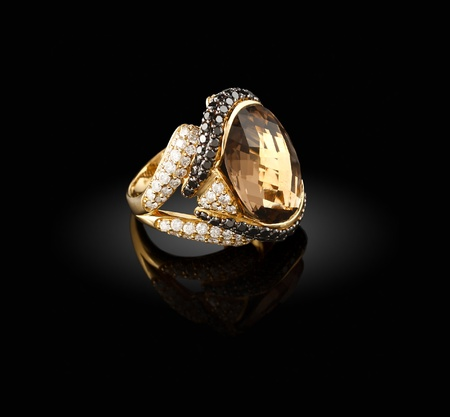Gold ring with a brilliants on a black background  Фото со стока
