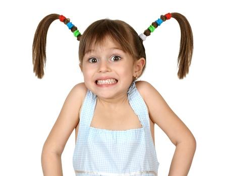 Portret van grappige geschokte kind meisje met lange staarten op wit wordt geïsoleerd Stockfoto