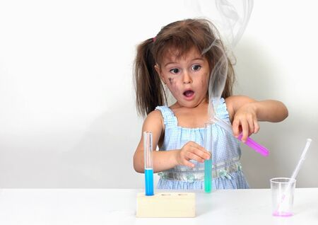 başarısız: dirty child making unsuccessful chemical experiment