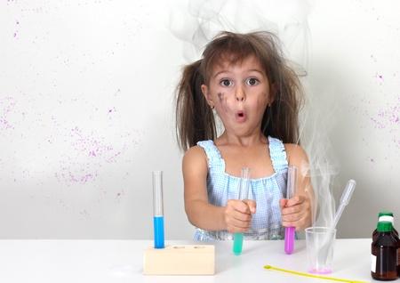 başarısız: dirty child making unsuccessful explosive chemical experiment