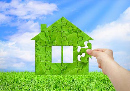 Eco-concept, met de hand gebouwde huis van de puzzel Stockfoto - 48961419