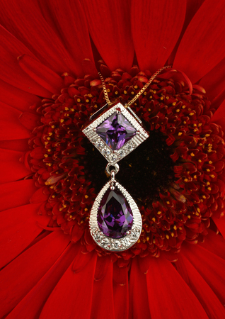 spinel: Jewellery pendant with diamonds on flower background