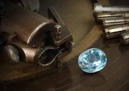 collet: Faceting gemston, big diamond with jewelery equipment. Jewellery manufacture. Stock Photo