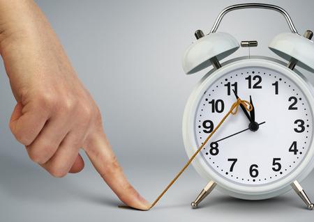 시계, 시간 개념에 손 중지 시간